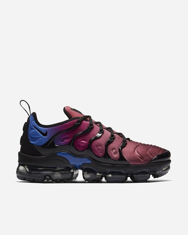f6bf6f3348952 Nike Sportswear Air Vapormax Plus TN Black Team Red