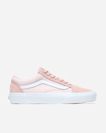 166a642cc0103 Sale - Supplying girls with sneakers - Naked