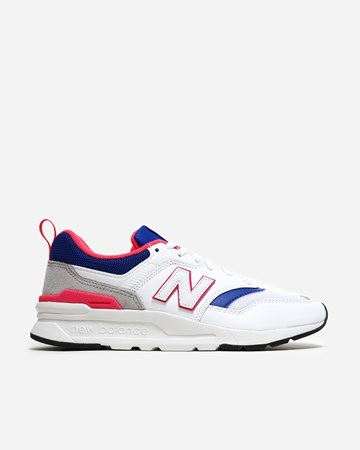 00429ade048 New Balance - Supplying girls with sneakers - Naked
