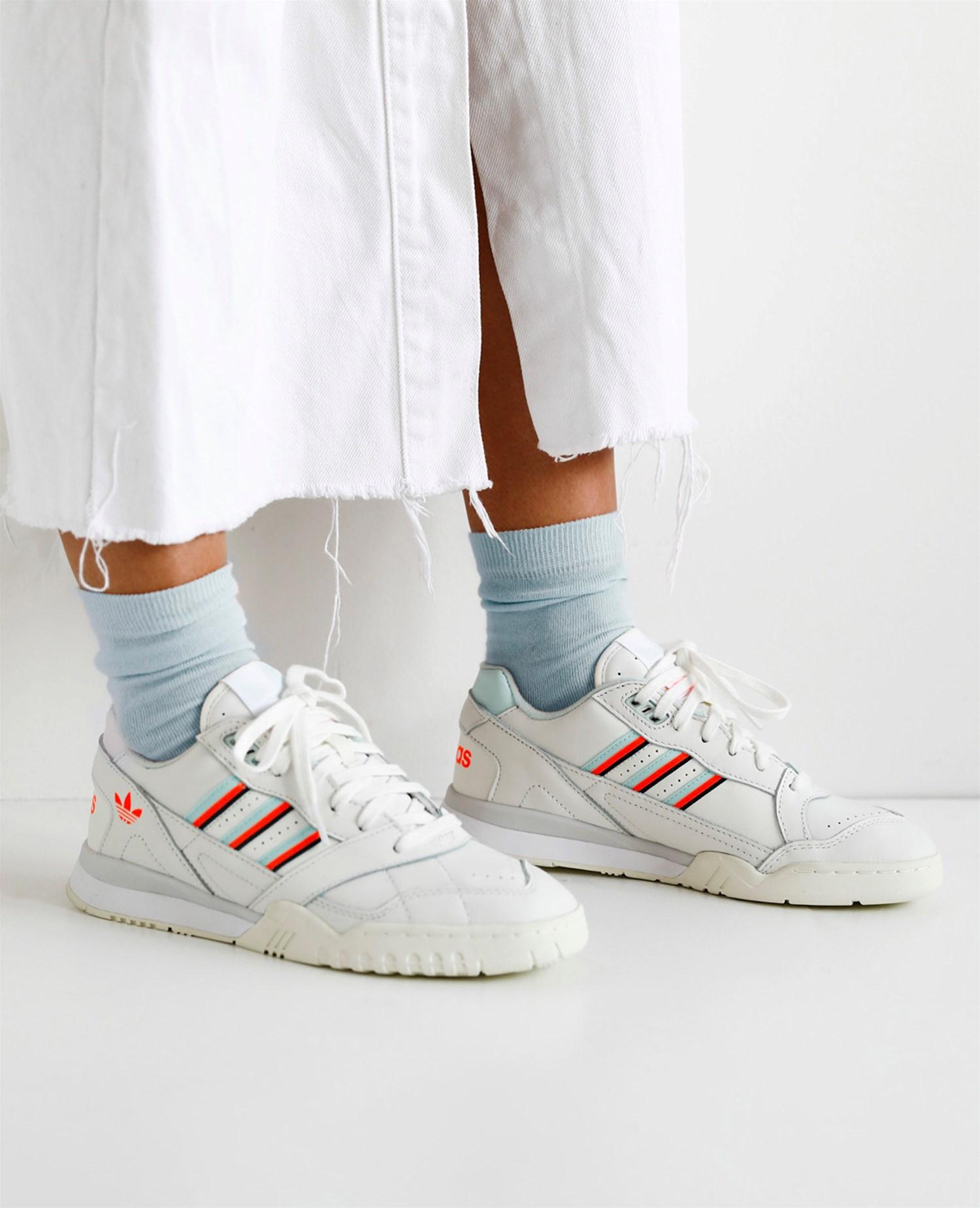 e612b77e6e3216 Naked - Supplying girls with sneakers