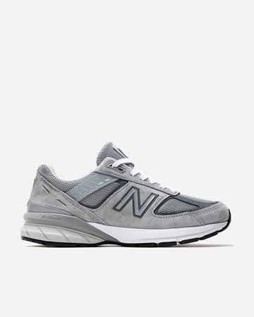 5f0b3118 New Balance - Supplying girls with sneakers - Naked