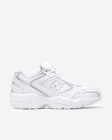 a59ef729a9f03 New Balance - Supplying girls with sneakers - Naked