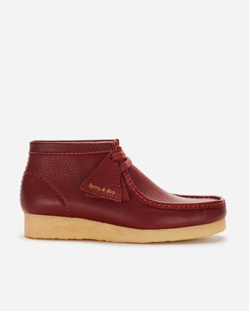 Clarks Originals Clarks x Sporty & Rich Wallabee Boot Red  - 261556564