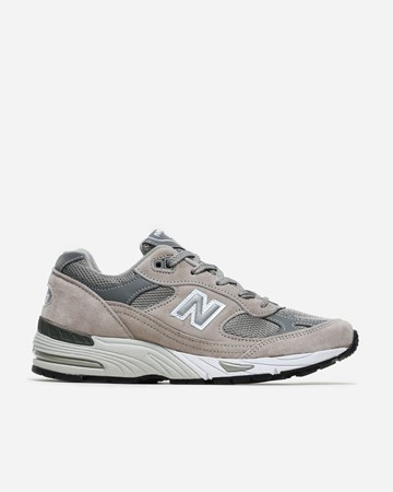 new style 62e6d a2d21 New Balance 991 - Supplying girls with sneakers - Naked